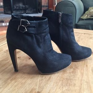 Sam Edelman size 6 black suede booties